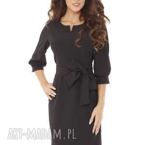 sukienka z dziubkiem i falbaną czarna, elegancka sukienka, modna