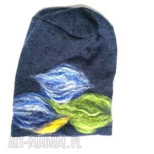 czapka wełniana granatowa kwiaty zimowa - zimowa, czapka, etno, boho, kwiaty