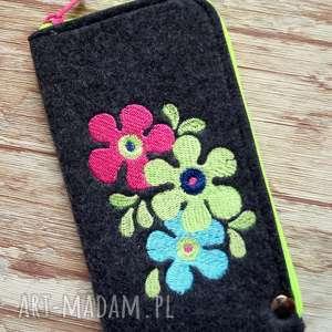 Prezent Filcowe etui na telefon - retro kwiatki, smartfon, pokrowiec,
