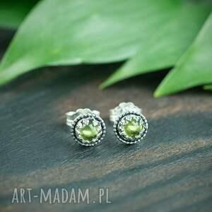 srebrne sztyfty z oliwinem i kuleczkami, zielonym oczkiem