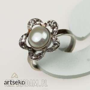 perłowy kwiatuszek - pierścionek srebrny a567, pierścionek, srebro perły