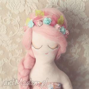 Kwiatowa Bajka - lalka Sanna, lalka, wróżka, różana, wianek, kwiatuszki