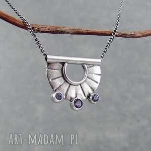 tiny pendant three lavender dots, drobny, młotkowany, codzienny, krótki