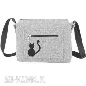 Mała filcowa torebka z siedzącym kotem, mała, torebka, listonoszka, filc, kot, kotek
