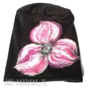 czapka czarna handmade wełniana z kwiatem, czapka, wełna, etno, ciepła, kwiaty, narty