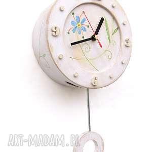 zegar drewniany z wahadłem w stylu folk, wahadłem, folk art, na ścianę