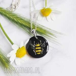 naszyjniki niezwykły naszyjnik srebrny z pszczółką zatopioną w żywicy, unikatowy