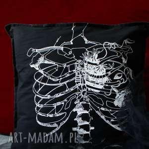 Czarna poszewka ze szkieletem szkielet puszczy poduszki kropka