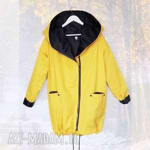 Żółty płaszcz oversize ogromny kaptur na jesień rozmiar