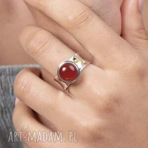 pierścionek modern z karneolem, złocony, srebro 925, złocony
