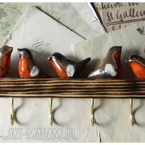 Wieszak z gilami , ceramika, ptak, gil, drewno