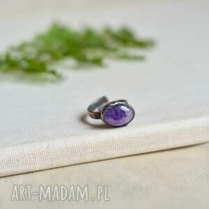 simple amethyst iii - pierścionek w surowym stylu z miedzi
