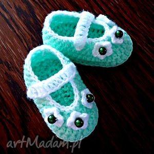handmade buciki seledynowe szydełkowe dla dziewczynki