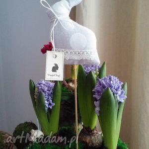 pod choinkę prezent, dekoracje zajączek na piku, wielkanoc, zajączek, króliczek