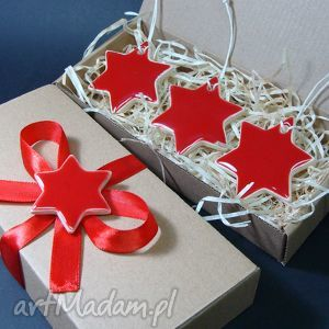 ceramika czerwone gwiazdki, zawieszki, bombki, śnieżynki, pudełko