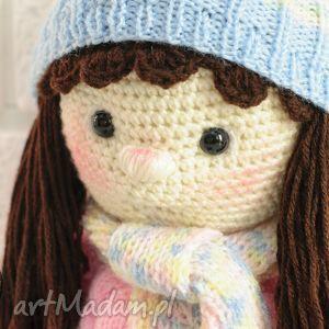 lalka na szydełku w czapce i szaliku, lalka, lala, szydełko, szydełku, prezent