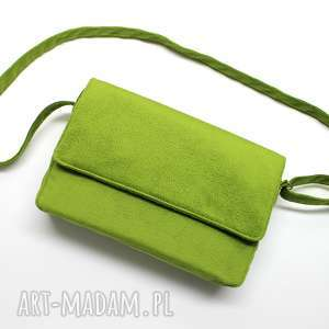 upominek święta Listonoszka z klapką - zielona tkanina tłoczona, elegancka