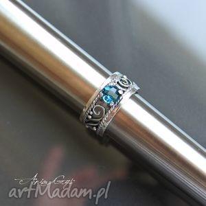 oryginalny prezent, london blue love, pierścionek, topaz, niebieski, oksydowany