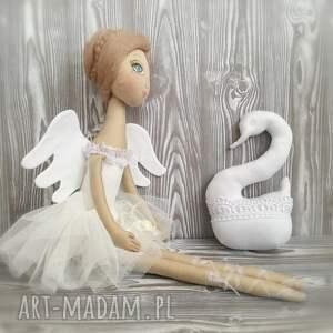 Dekoracja tekstylna Baletnica Anioł z Łabędziem, salon, anioł, ślub, unikat, hotel