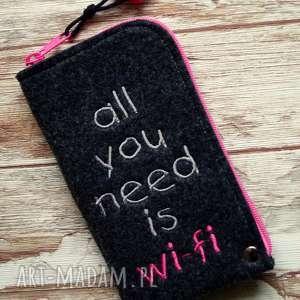 filcowe etui na telefon - all you need, smartfon, pokrowiec, prezent, koraliki, haft