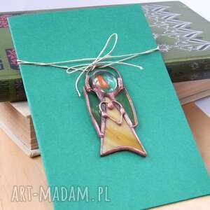 Kartka na życzenia z beżowym aniołkiem kartki witrazka