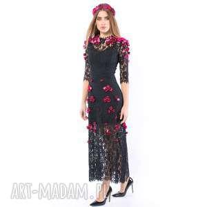 sukienki pani wiosna - koronkowa suknia haftowana kwiatami