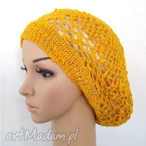 ażurowy beret wiosenno-jesienny w kolorystyce żółto-pomarańczowej, czapka