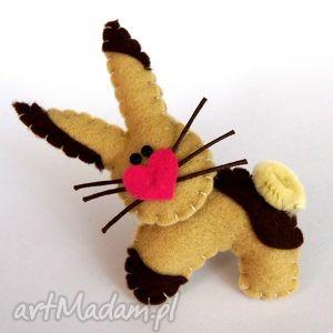 królik - broszka z filcu - królik, zając, broszka, dzieko, prezent, pupil