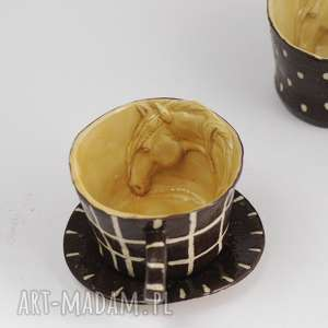 Prezent Ceramiczna filiżanka z koniem miodowo-brązowa w kratkę, ceramika, artystyczna