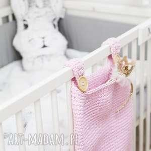 organizer na łóżeczko jeremi różowy - włóczka