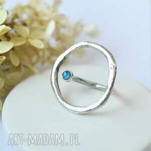 pierścionek z kółkiem
