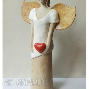 ceramika anioł w bieli z sercem, ceramika, anioł, serce