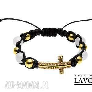 Golden cross in white. - ,makrama,krzyż,sznurek,koraliki,złoto,cyrkonie,
