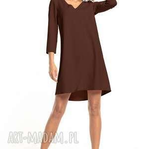 elegancka sukienka z kontrafałdą na plecach i dekoltem v, t322, brązowa