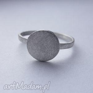 okrąg pierścionek, srebro, zmatowione