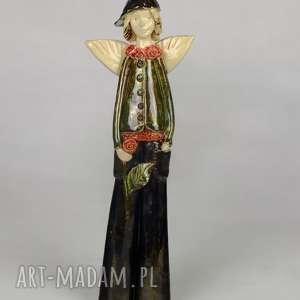 ręczne wykonanie ceramika anioł z różą