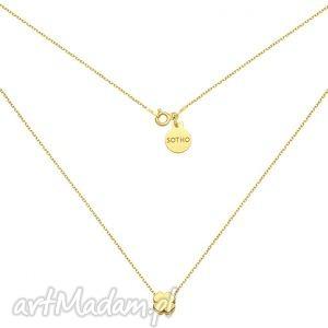 złoty naszyjnik z delikatna koniczynką - minimalistyczny, koniczynka