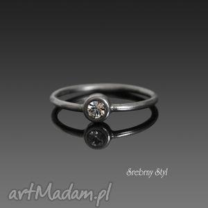 kryształowa drobinka - minimalistyczny, oksydowany swarovski