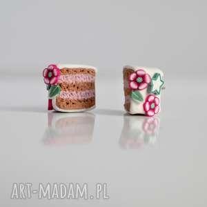 Malinowe torciki z kwiatuszkami - słodkie kolczyki wkręty, tort, torcik,