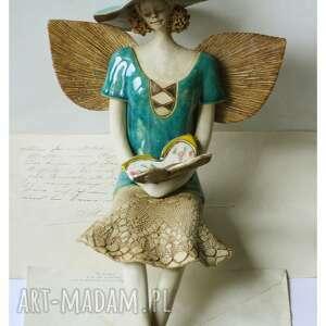 anioł turkusowy z barwnym motylem, ceramika, anioł, motyl
