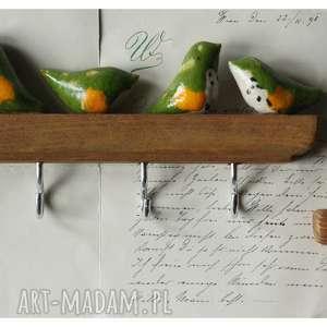 zestaw wieszaczków z limonkowymi ptaszkami, ceramika, wieszak, ptak, drewno