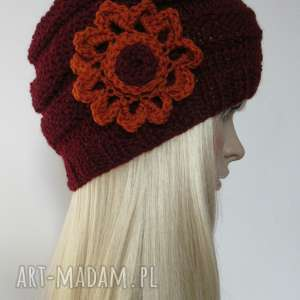bordowa czapeczka z pomarańczowym kwiatkiem - czapka, ozdobna, kwiat, jesienna, modna