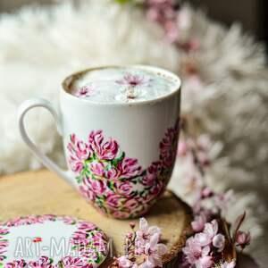 kubek z pokrywką kwitnąca magnolia, prezent dla mamy, miłośnik kwiatów