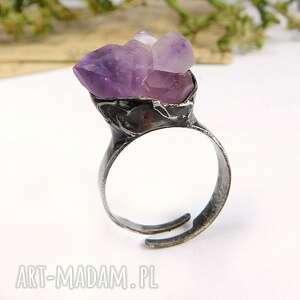Mniejsza bryłka - pierścionek z ametystem viviart ametyst