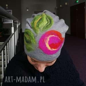 czapka wełniana filcowana szara zimowa handmade w kwiaty na podszewce, czapka, wełna