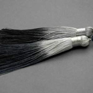 kolczyki z chwostami ombre, sznurek, eleganckie, wiszące, granatowe, długie, chwost