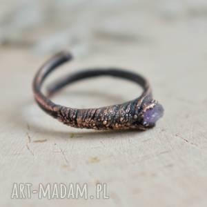 Surowy ametyst - pierścionek z ametystem w miedzi pracownia