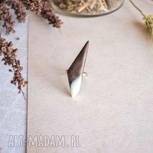 pierścionek z drewna i żywicy, regulowany, dla niej