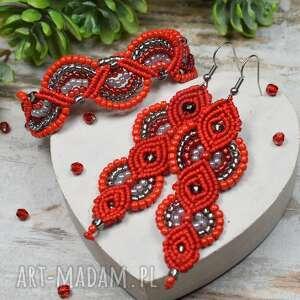 elegancki komplet biżuterii w odcieniach czerwieni i srebra, czerwona