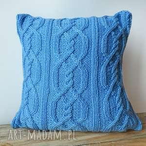 Jasnoniebieskie warkocze, poduszka, dziergana, miękka